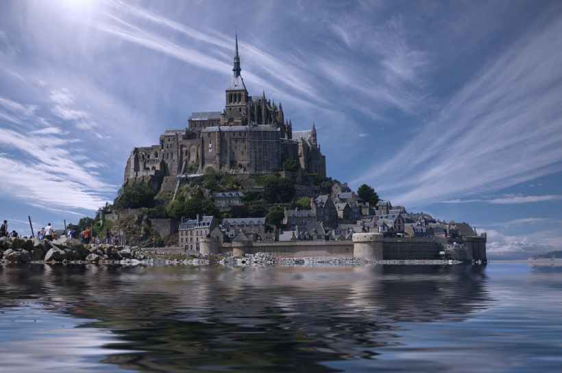 The same picture of Mont-Saint-Michel at high tide, slightly smaller.
